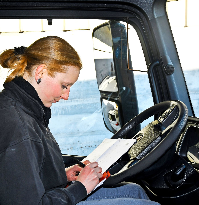 Sabrina Vetterli camionera de 25 años «Nada funcionaría sin camiones» «En la vida, tenemos que hacer lo que nos gusta»